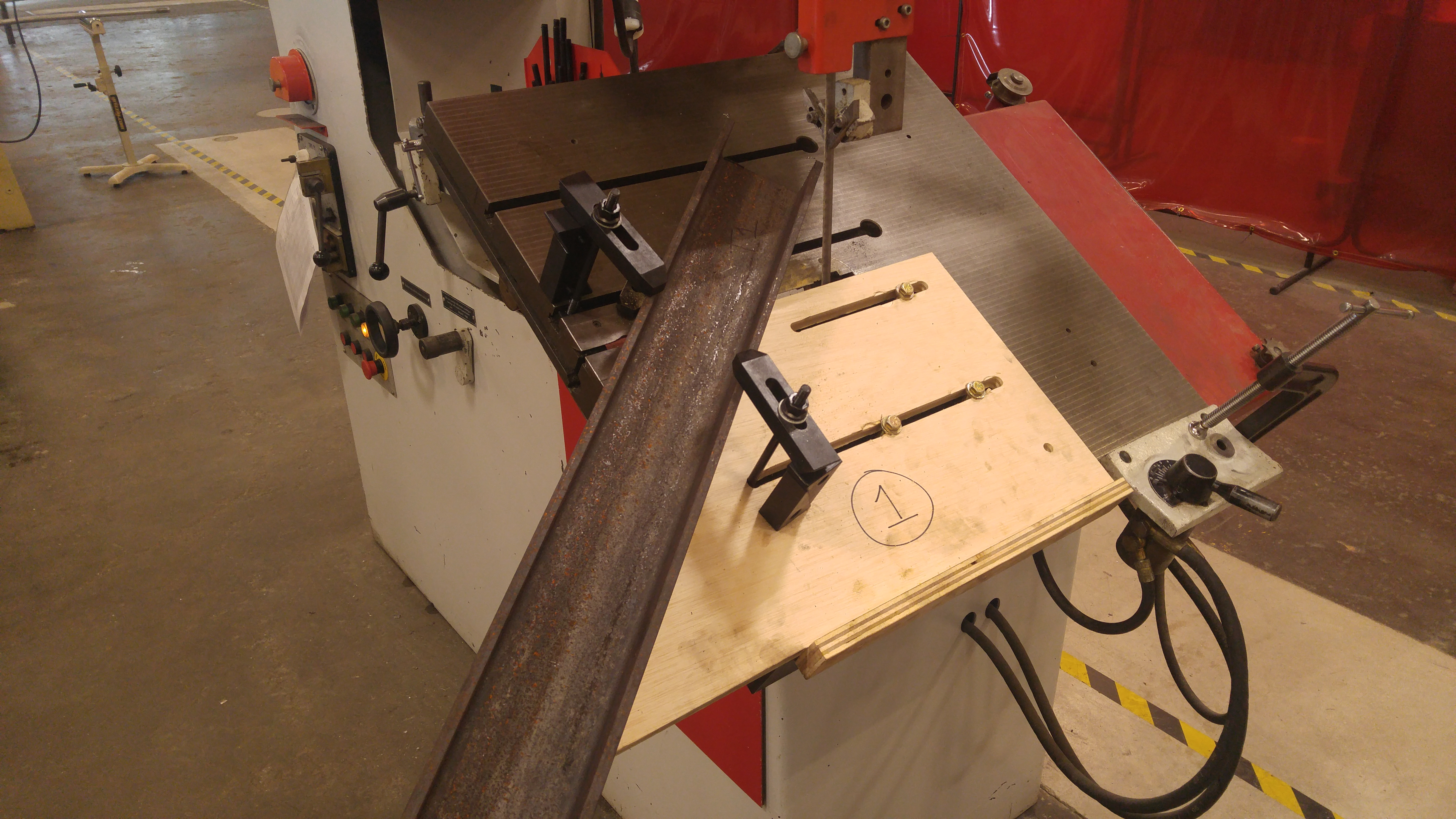 Setup of one leg to cut on bandsaw